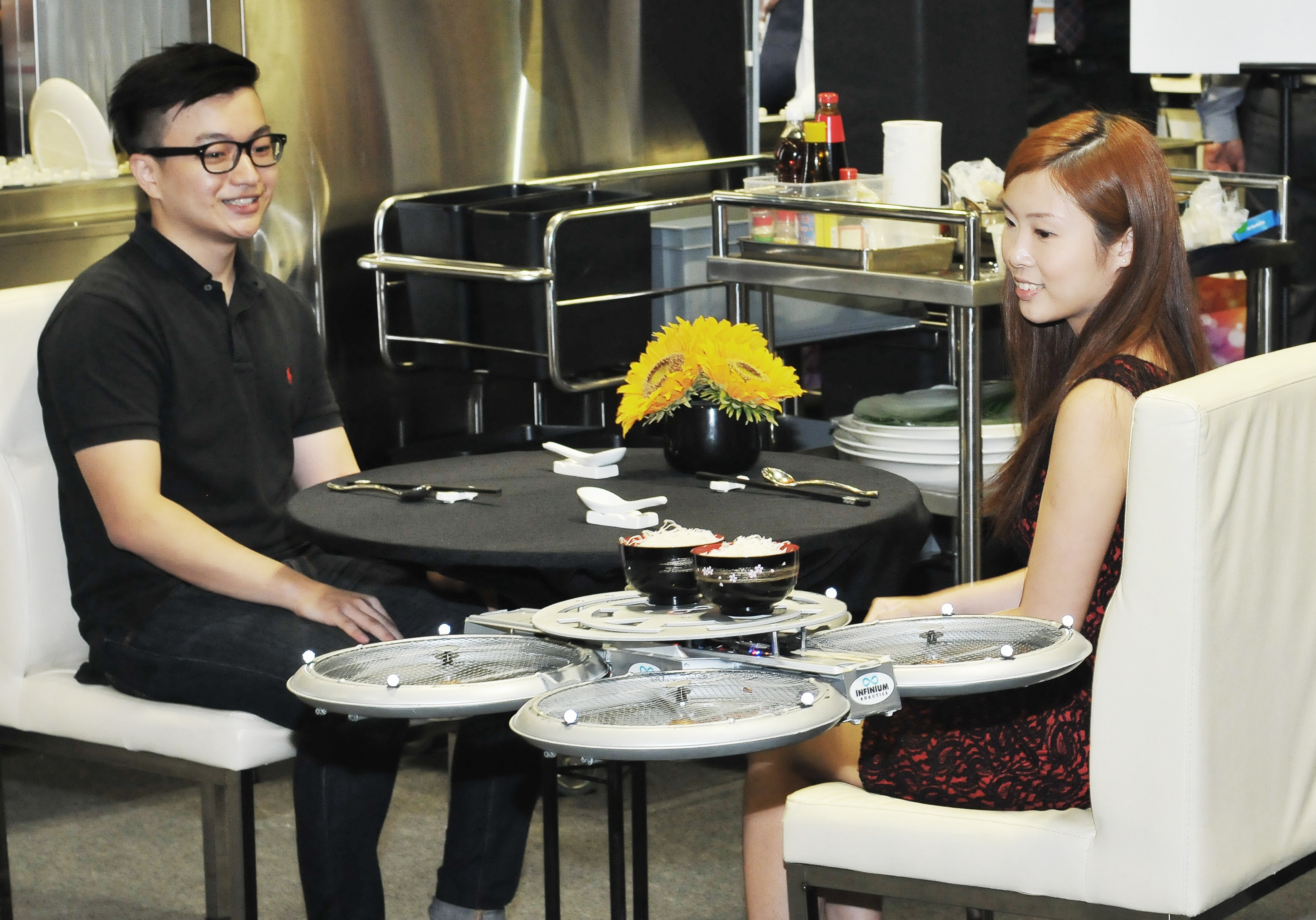 Singapūro virtuvė: skraidantys robotai ir egzotiškos tradicijos